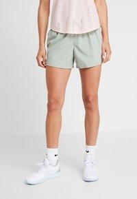 Nike Performance - SHORT REBEL - Pantalón corto de deporte - jade horizon/juniper fog/bright crimson - 0