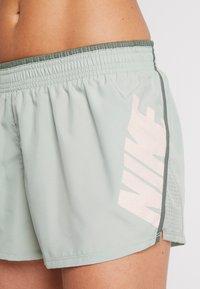 Nike Performance - SHORT REBEL - Pantalón corto de deporte - jade horizon/juniper fog/bright crimson - 4