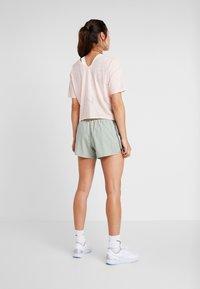 Nike Performance - SHORT REBEL - Pantalón corto de deporte - jade horizon/juniper fog/bright crimson - 2