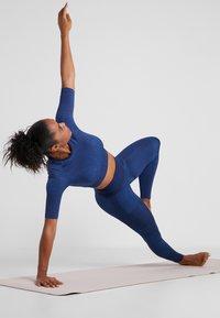 Nike Performance - CITY - Medias - blackened blue/coastal blue - 1