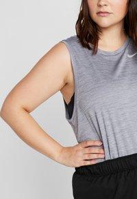 Nike Performance - SHORT PLUS - Sportovní kraťasy - black/white - 3