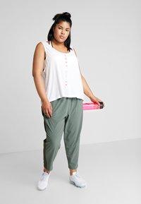 Nike Performance - PANT PLUS - Teplákové kalhoty - juniper fog/sequoia/reflective silver - 1