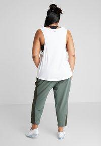 Nike Performance - PANT PLUS - Teplákové kalhoty - juniper fog/sequoia/reflective silver - 2