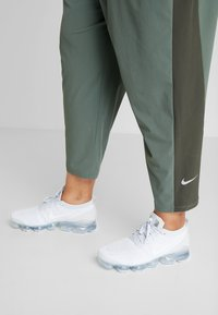 Nike Performance - PANT PLUS - Teplákové kalhoty - juniper fog/sequoia/reflective silver - 3