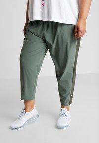 Nike Performance - PANT PLUS - Teplákové kalhoty - juniper fog/sequoia/reflective silver - 0