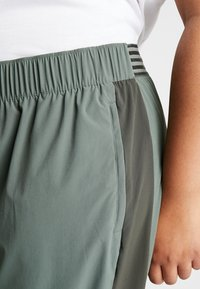Nike Performance - PANT PLUS - Teplákové kalhoty - juniper fog/sequoia/reflective silver - 5