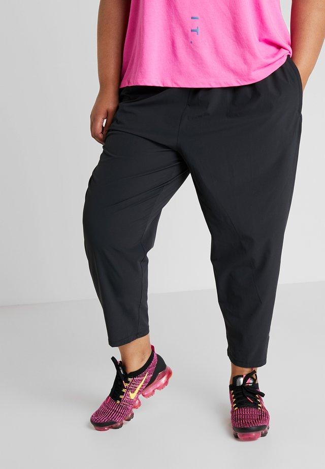 PANT PLUS - Pantalones deportivos - black/reflective silver