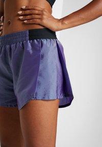 Nike Performance - TEMPO SHORT AIR - Pantalón corto de deporte - voltage purple/black - 3