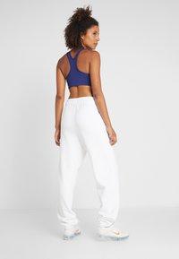 Nike Performance - HERITAGE PANT - Trainingsbroek - white - 2