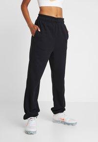 Nike Performance - HERITAGE PANT - Pantalon de survêtement - black - 0