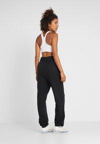 Nike Performance - HERITAGE PANT - Pantalon de survêtement - black - 2