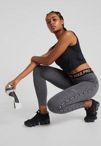 Nike Performance - Legginsy - oil grey/gunsmoke - 1