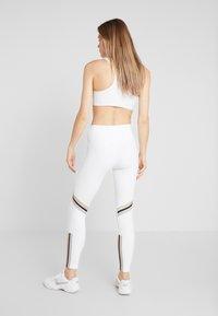 Nike Performance - ONE ICON - Collant - white/metallic gold/black - 2