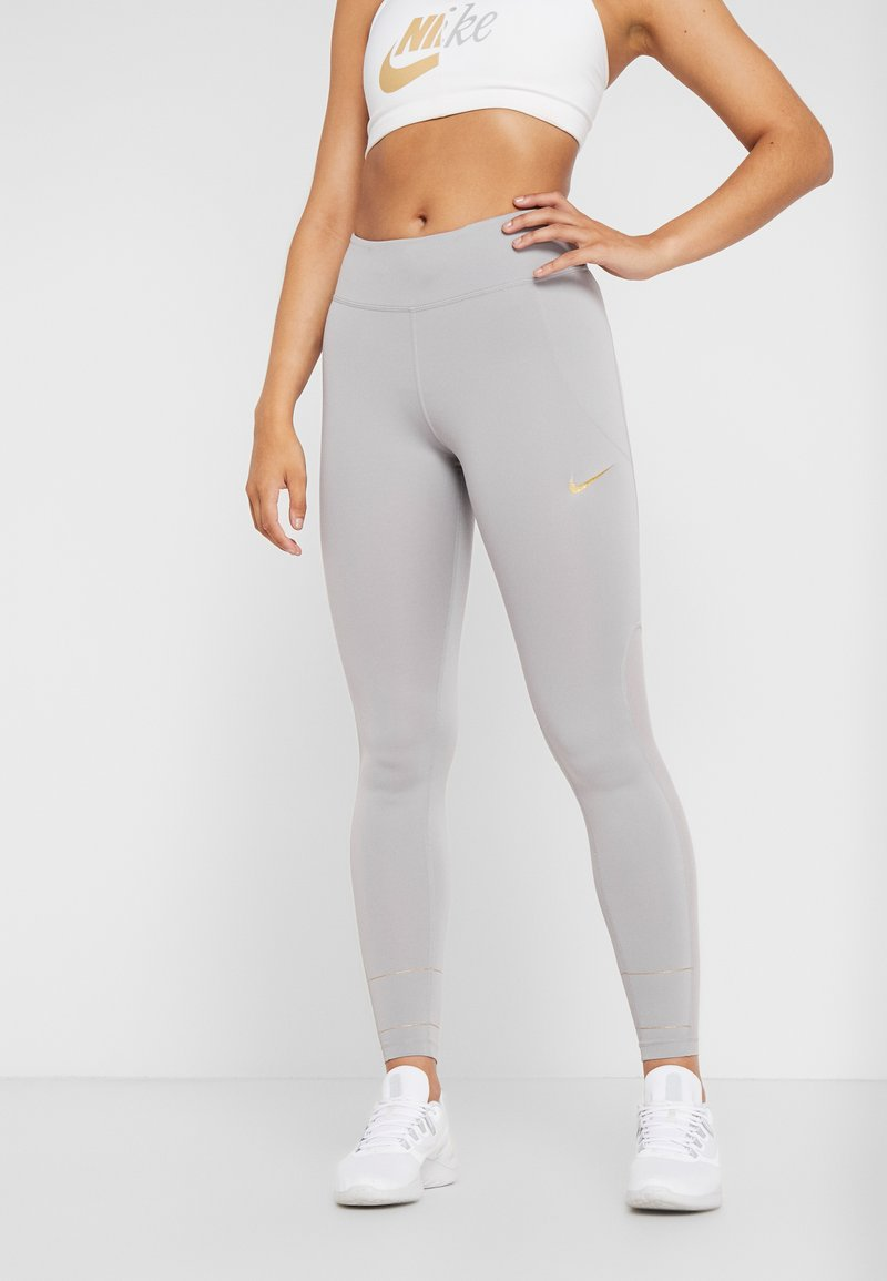 Nike Performance - FAST GLAM DUNK - Tights - atmosphere grey/metallic gold
