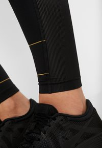 Nike Performance - FAST GLAM DUNK - Legging - black/metallic gold - 4