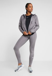 Nike Performance - FAST - Legging - gunsmoke/white - 1
