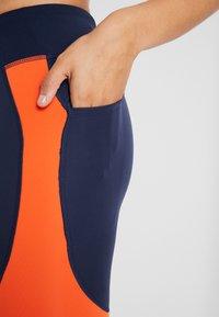 Nike Performance - EPIC LUX - Legginsy - obsidian/team orange/silver - 3