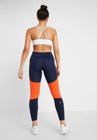 Nike Performance - EPIC LUX - Legginsy - obsidian/team orange/silver - 2