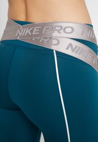Nike Performance - HYPERWARM - Legging - midnight turq/metallic silver - 5