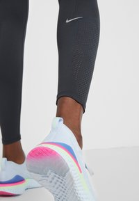 Nike Performance - TECHKNIT EPIC - Medias - off noir/reflective silv - 6