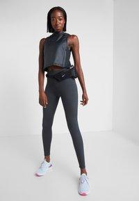 Nike Performance - TECHKNIT EPIC - Collant - off noir/reflective silv - 1