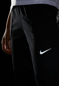 Nike Performance - SHIELD PROTECT PANT - Joggebukse - black/silver - 4