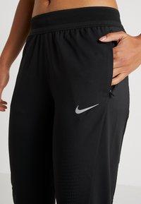 Nike Performance - RUN PANT - Træningsbukser - black/reflective silver - 6