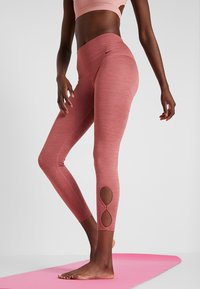 Nike Performance - YOGA  - Legginsy - cedar/heather/light redwood/black - 0