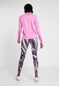 Nike Performance - EPIC - Legging - fire pink/black - 2