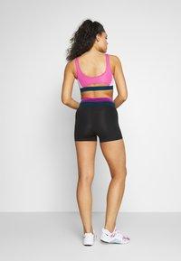 Nike Performance - SHORT - Legging - black/dark smoke grey - 2