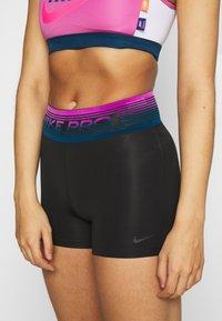 Nike Performance - SHORT - Legging - black/dark smoke grey - 4