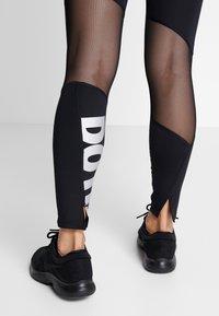 Nike Performance - PEED - Medias - black/white - 3