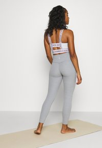 Nike Performance - THE YOGA LUXE - Legging - particle grey - 2
