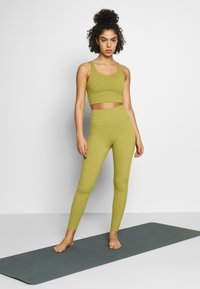 Nike Performance - THE YOGA LUXE - Legging - quantum moss/saffron quartz - 1