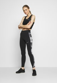 Nike Performance - FAST - Leggings - black/reflective silver