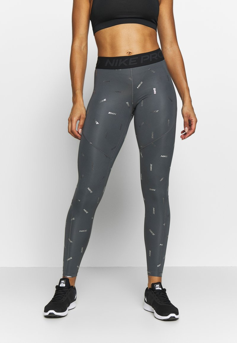 Nike Performance - TOSS PRINT - Leggings - iron grey/black