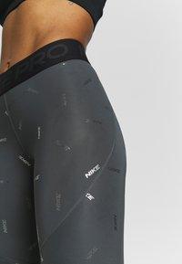 Nike Performance - TOSS PRINT - Leggings - iron grey/black - 4