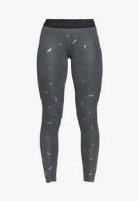 Nike Performance - TOSS PRINT - Leggings - iron grey/black - 3