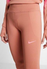 Nike Performance - FAST RUNWAY - Collants - terra blush/digital pink - 5
