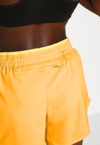 Nike Performance - TEMPO SHORT  - Pantalón corto de deporte - laser orange/topaz gold/reflective silver - 3