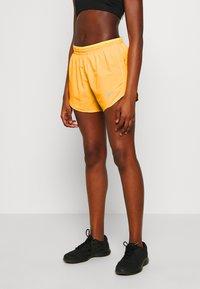 Nike Performance - TEMPO SHORT  - Pantalón corto de deporte - laser orange/topaz gold/reflective silver - 0