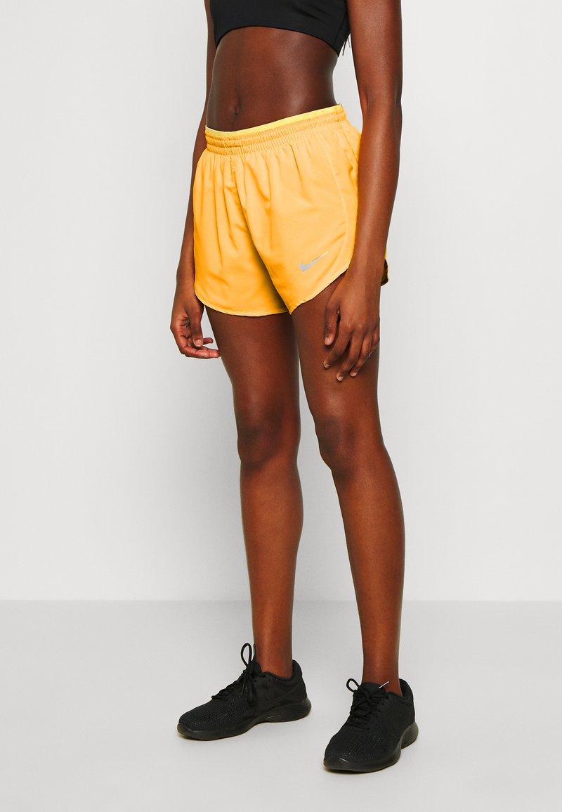 Nike Performance - TEMPO SHORT  - Pantalón corto de deporte - laser orange/topaz gold/reflective silver