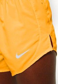 Nike Performance - TEMPO SHORT  - Pantalón corto de deporte - laser orange/topaz gold/reflective silver - 5