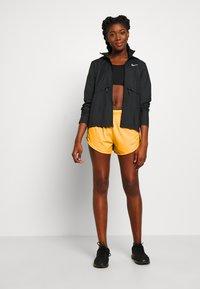 Nike Performance - TEMPO SHORT  - Pantalón corto de deporte - laser orange/topaz gold/reflective silver - 1
