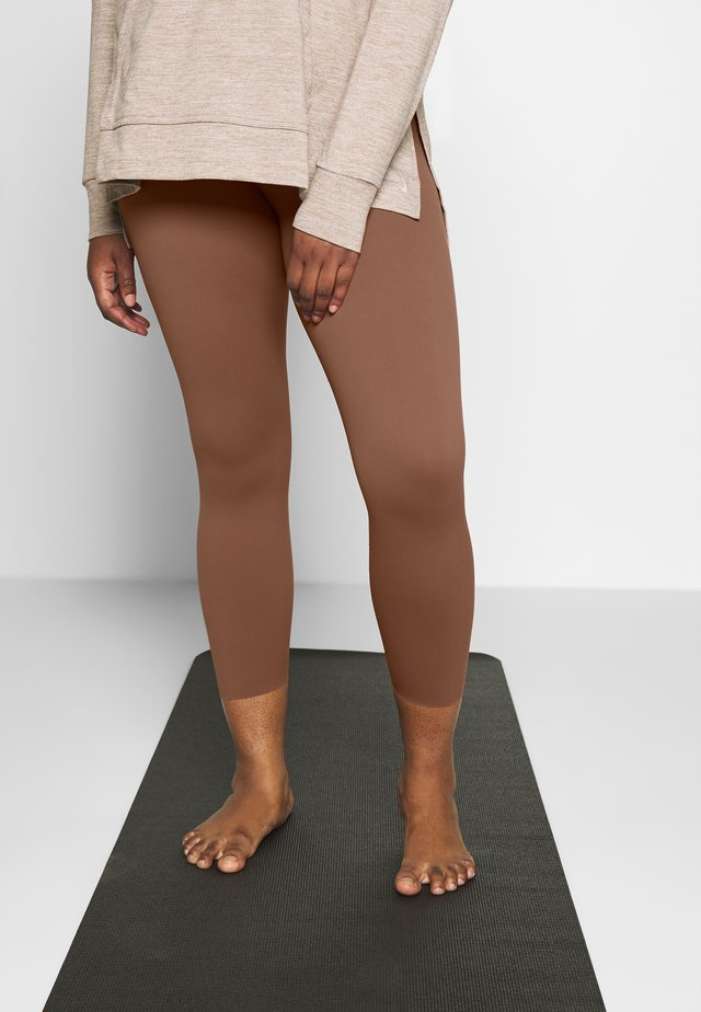 THE YOGA LUXE 7/8 PLUS - Tights - red bark/terra blush