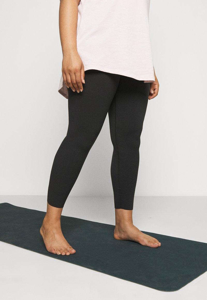 Nike Performance - THE YOGA LUXE 7/8 PLUS - Tights - black/smoke grey