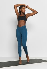 Nike Performance - YOGA WRAP 7/8  - Medias - valerian blue - 1