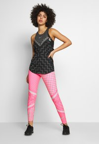Nike Performance - EPIC LX  - Legginsy - digital pink/reflective silver - 1
