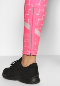 Nike Performance - EPIC LX  - Legging - digital pink/reflective silver - 3