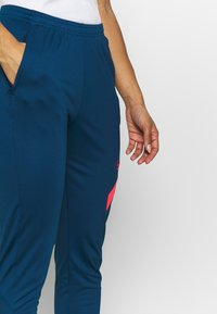 Nike Performance - DRY ACADEMY PANT - Joggebukse - valerian blue/laser crimson - 3